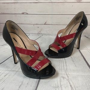 Shoedazzle size 8 red black patent high heels shoe